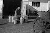 חלוצות מטפלות בכדי חלב, קיבוץ תל-יוסף