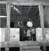 משפחה עומדת בכניסה לביתם החדש במושב דבורה בחבל תענך.