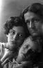 אווה (חוה) טבנקין עם בתה חנה (חנל'ה) ובנה אהוביה (מימין), תצלום סטודיו.