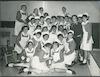 תמונה קבוצתית של תלמידות הקורס לאחיות מוסמכות בטקס פתיחת שנת הלימודים, בית החולים שערי צדק, ירושלים, 2 מתוך 2.