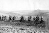 איסוף אבנים לסלילת הכביש ירושלים שכם, 1917 – הספרייה הלאומית