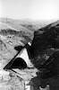 הקמת כביש אשדות יעקב קיבוץ גשר שנות החמישים. מעביר מים מחלקי בטון טרומי – הספרייה הלאומית