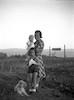 רות (קסטנבאום) הרצברגר עם ילדיה ירדנה הרצברגר ורמי הרצברגר והכלב טרי – הספרייה הלאומית