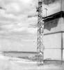 מגדל הטרנסופרמטור. לידו תחנת המשאבה – הספרייה הלאומית