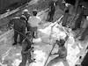 פריקת מעונה-סירת הובלת הקרנליט בקליה – הספרייה הלאומית