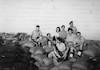 מתגייסי חצור-גבולות לבריגדה בתקופת מלחמת העולם השנייה באו לבקר בעת חופשה – הספרייה הלאומית