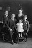 ישראל כהן (האח הבכור של טובה) עם משפחתו. ירד לאוסטרליה – הספרייה הלאומית