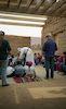 מצפה גבולות המשוחזר. שמעון מדריך קבוצת ילדים מבקרים במדפה שבמצפה – הספרייה הלאומית