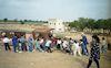 מצפה גבולות המשוחזר. שמעון מדריך קבוצת ילדים מבקרים במצפה – הספרייה הלאומית