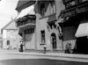 הדוד ניומן ליד חנותו, 1930 – הספרייה הלאומית