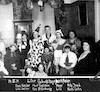 14 למרץ 1931, אירוע חגגי למטה שמות הנוכחים. רודי במרכז מתחת למנורה – הספרייה הלאומית