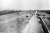 טיול לעמק הירדן תעלת מים ליד דגניה 1933 – הספרייה הלאומית