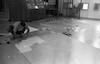 חנוך סלור מכין מפת תבליט של עמק חרוד – הספרייה הלאומית