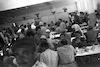 הפועלים המתנדבים בחדר האוכל של עין חרוד 1956 – הספרייה הלאומית