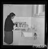 משפחה ערבית שומעת רדיו, טייבה – הספרייה הלאומית