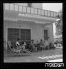 סחר Sachar, תמונה ליד בית, הרצליה – הספרייה הלאומית
