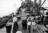 העמסת החותרים על אוניה איטלקית בשאט אל ערב 1955 – הספרייה הלאומית