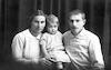 בן ציון וחיה עם בתם עמליה – הספרייה הלאומית