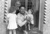 יאני עם אבי משפחת שארקי הרב – הספרייה הלאומית