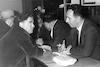 מפגש חברים בקפה כסית תל אביב שמעון יעני שזר – הספרייה הלאומית