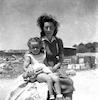 שרה לידר עם בתה יעל – הספרייה הלאומית