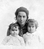 שרה בקמן ובנותיה – הספרייה הלאומית
