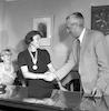 גב' קריף מקבלת מדליה – הספרייה הלאומית