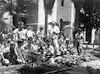תלמידי הגימנסיה בעבודת הגן – הספרייה הלאומית