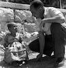 שוטר ישראלי מחזיר ילד ירדני – הספרייה הלאומית